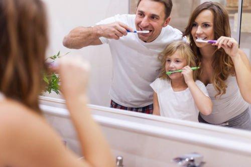 chelmsford dentist | family brushing teeth